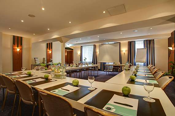 Bright and friendly meeting room in the Hotel Esplanade in Düsseldorf