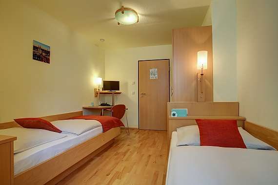Double room with two single beds at Centro Hotel Konti