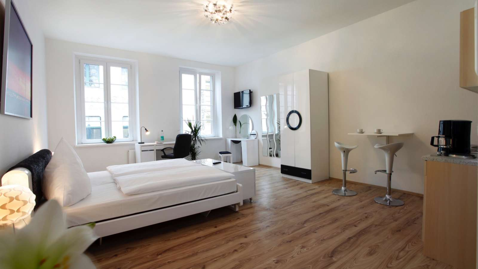 centro hotels d sseldorf. Black Bedroom Furniture Sets. Home Design Ideas