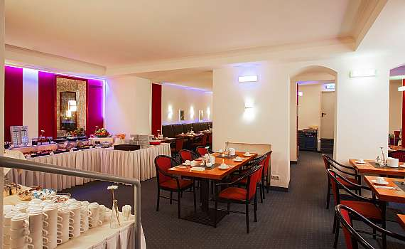 The breakfast room of Centro Hotel Royal in Cologne