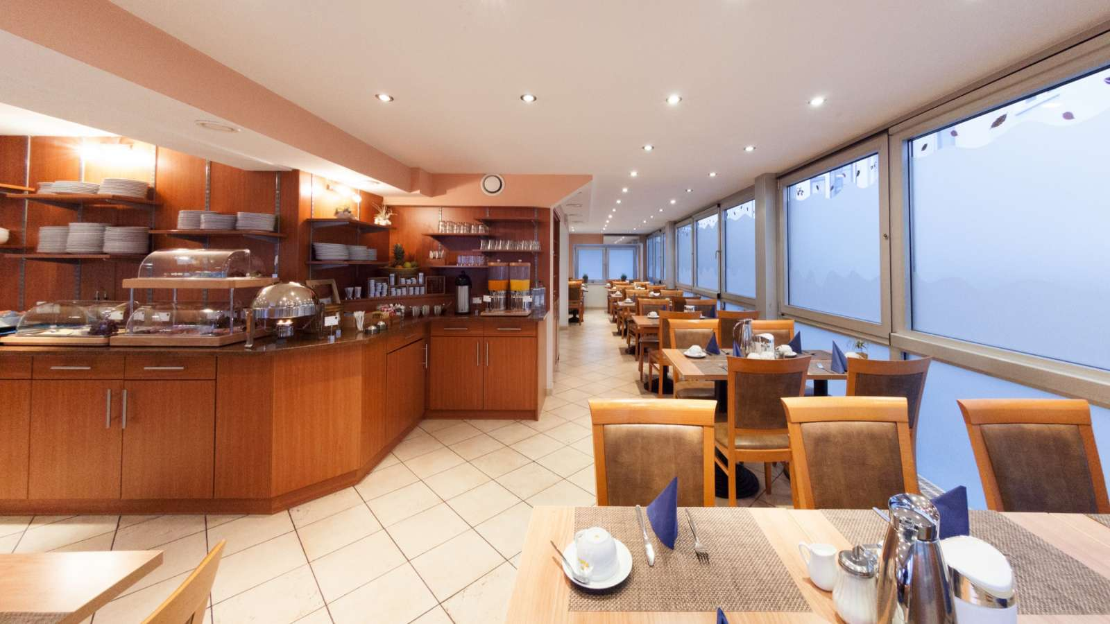 The breakfast room of Centro Hotel Mondial in Munich