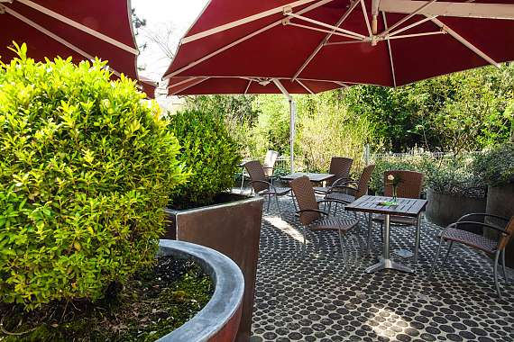 The terrace of Centro Hotel Klee am Park in Wiesbaden
