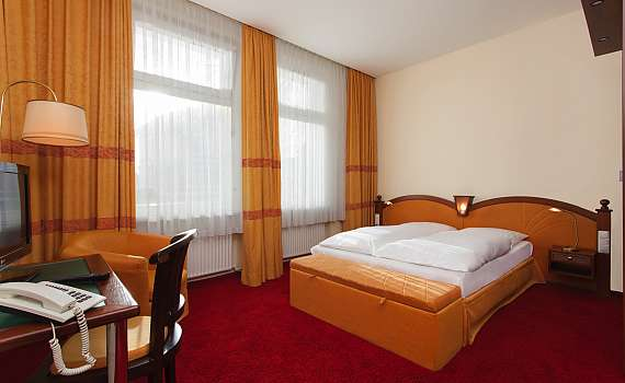 View of a double room at Centro Hotel Kaiserhof in Lübeck