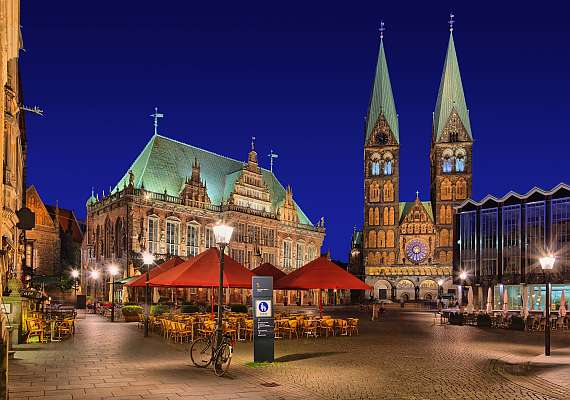 The town hall in the market square of Bremen, with a view of St. Petri Cathedral, is within walking distance of the Bremen Centro Hotels