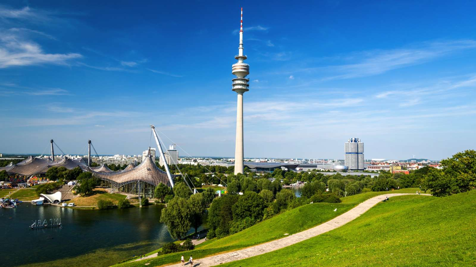 The Munich TV tower can be seen from the entire inner city - and from the rooms of the Munich Centro Hotels.
