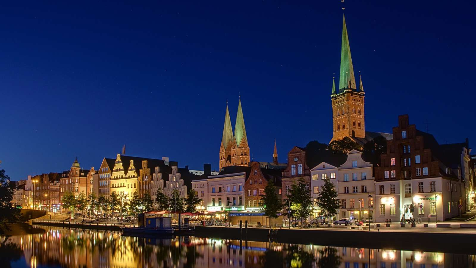 The Centro Hotels in Lübeck are directly on the Elbe-Lübeck Canal.