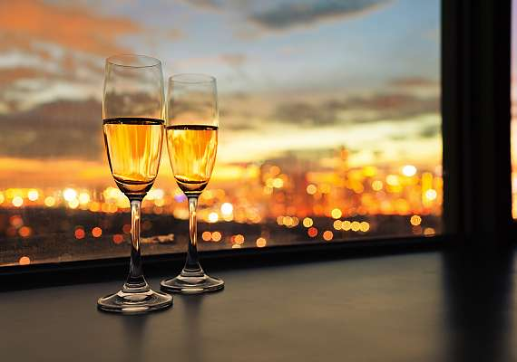 Centro Hotels are always centrally located - enjoy the evening in the middle of the city and share a toast with your favourite person!