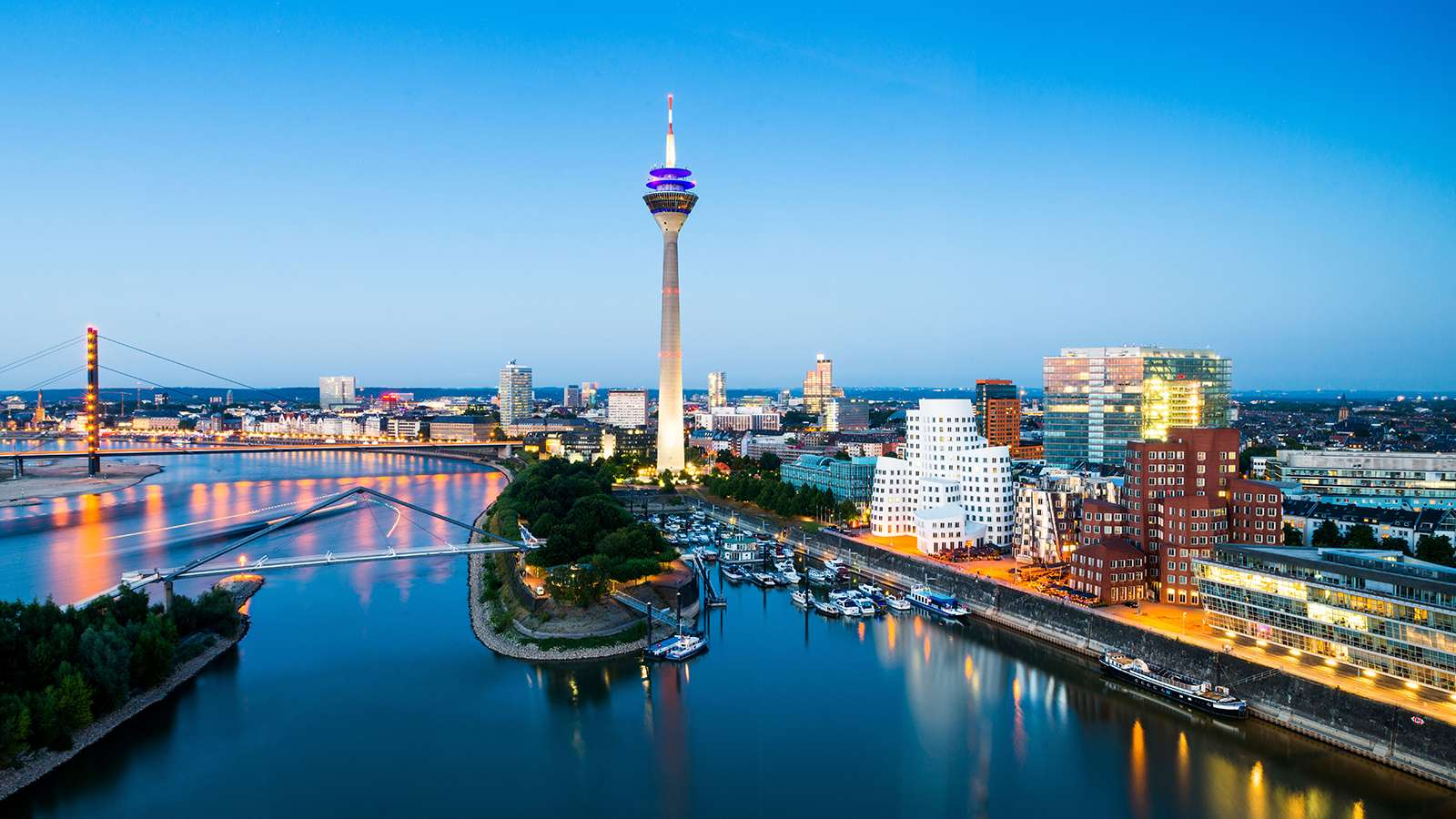 Explore Hamburg on foot from Centro Hotels, because they offer easy access to the Alster and other places of interest on foot.