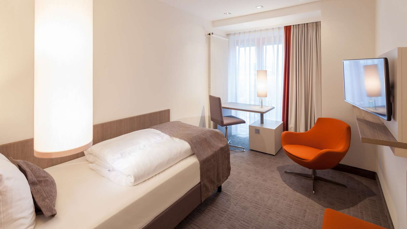 A spacious single room at Centro Hotel Kommerz