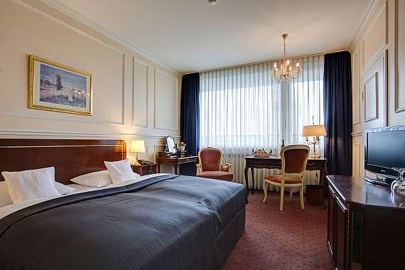 Spacious double room at Centro Hotel Bristol in Bonn