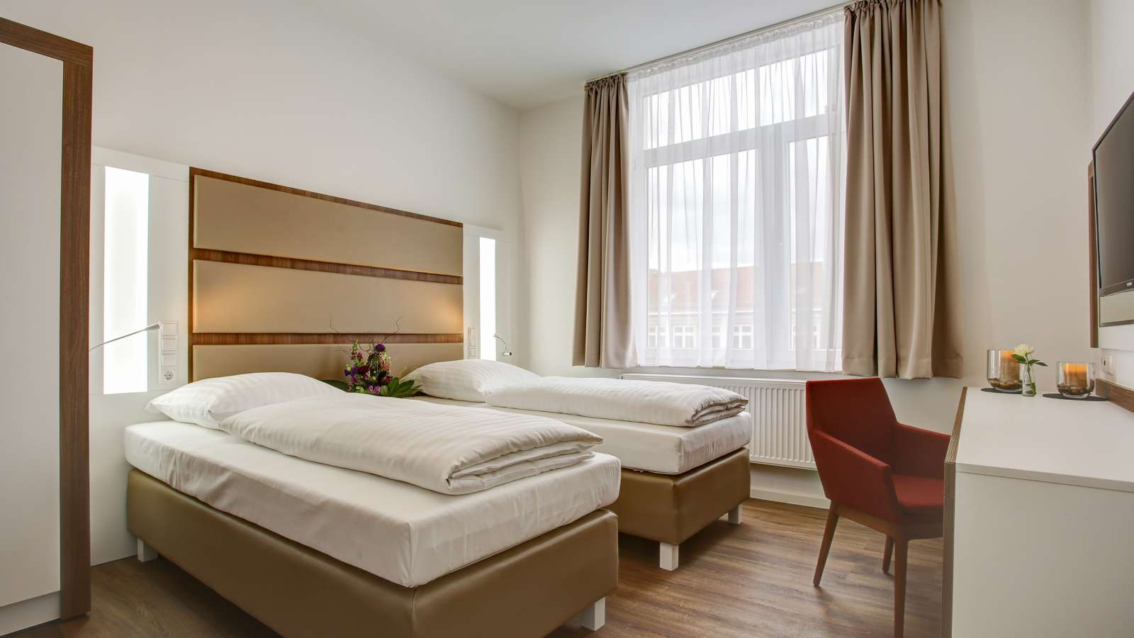 A double room with separate beds in the centre of Hanover